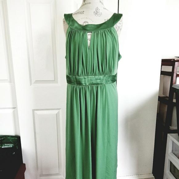 David's Bridal Dresses & Skirts - Sage Green Bridemaids Dress